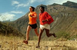 Scott kontra Tarahumara Źródło: Urodzeni biegacze