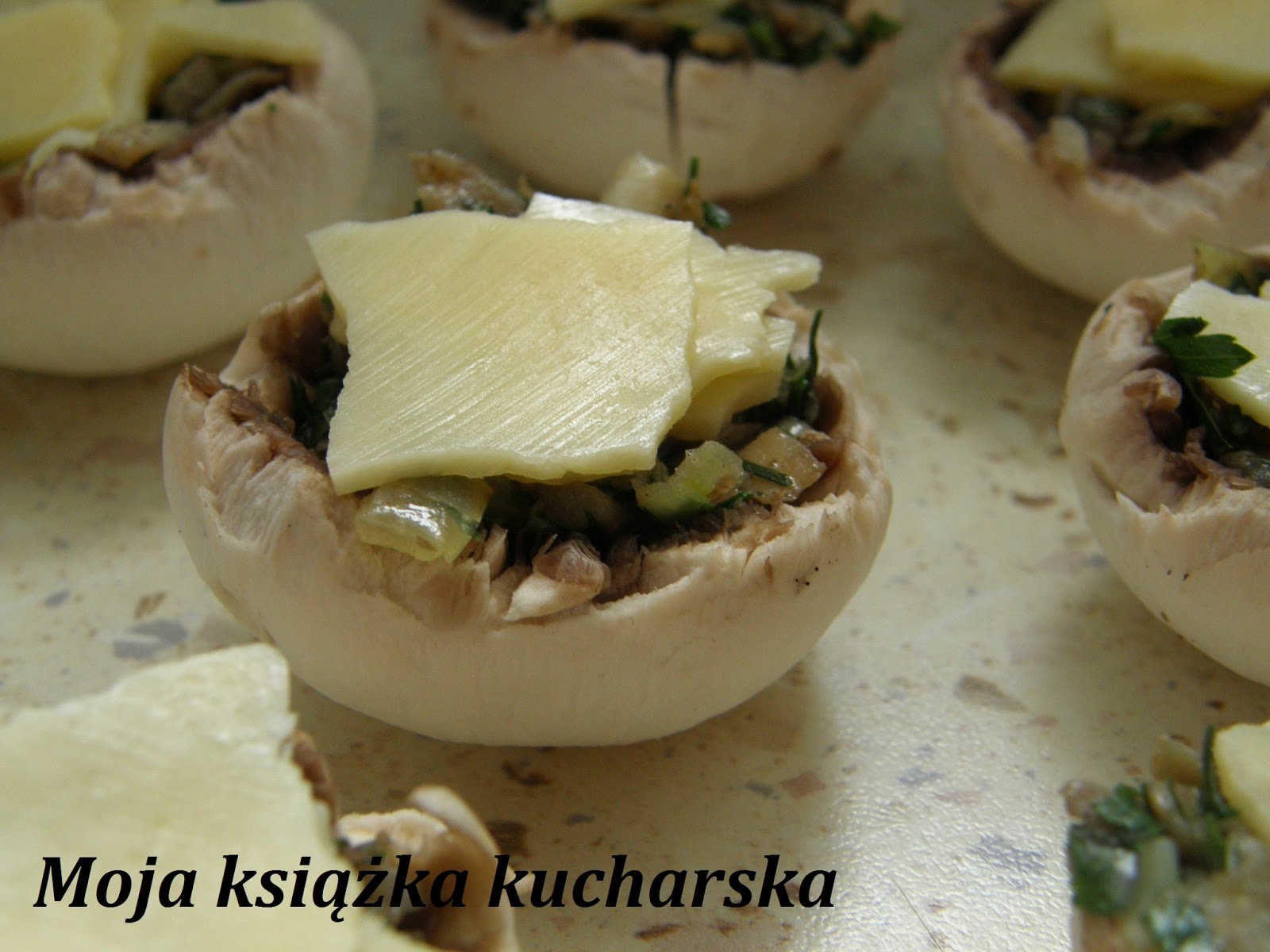 faszerowane pieczarki - Żródło http://moja-ksiazka-kucharska.blogspot.com