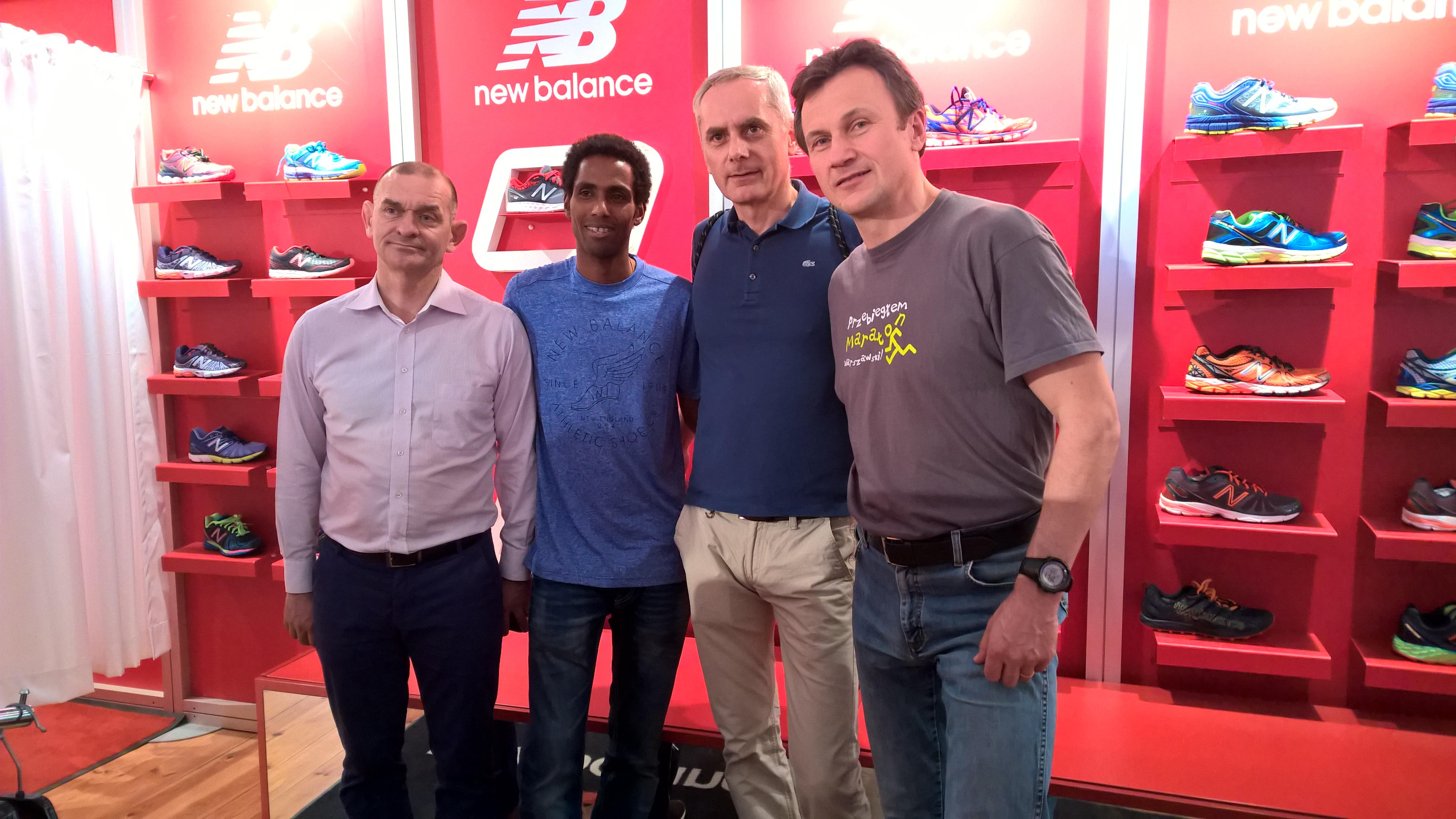 Andrzej Rysiek i ja - nie mogliśmy przepuścić okazji by uścisnąć dłoń mistrzowi - Yared Neda Shegumo, to polski maratończyk etiopskiego pochodzenia - rekord życiowy 2:10:34.