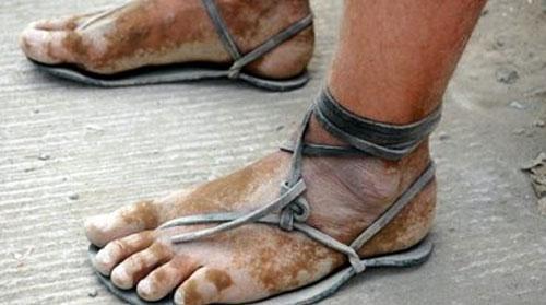 sandały Tarahumara, których nigdy nie chcieli zamienić na buty biegowe, źródło: http://newamericamedia.org