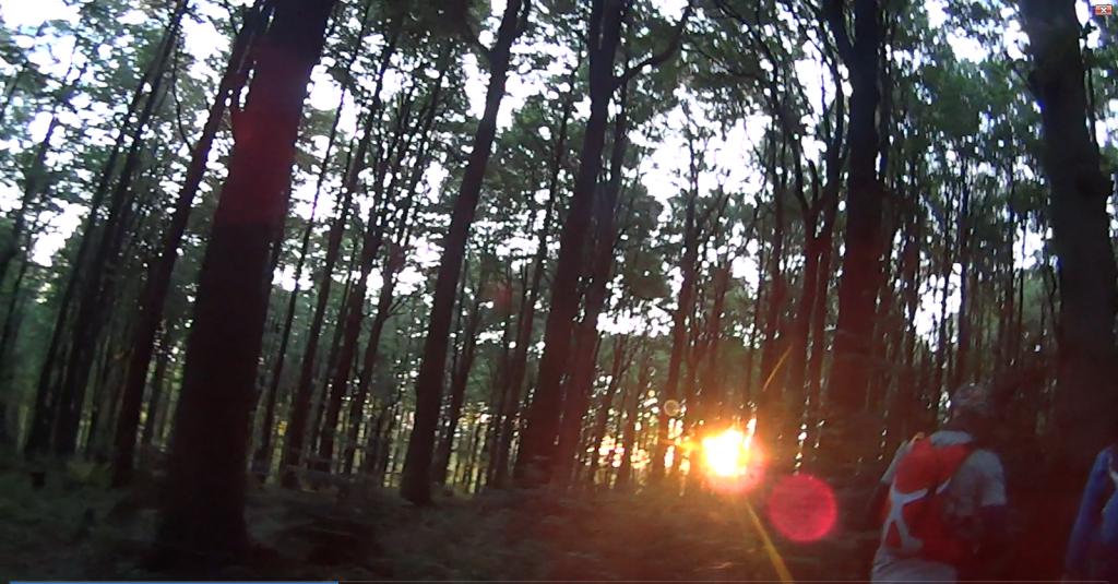 4:20 słońce dotarło, ciepło, ale czasem pojawia się zimny, silny wiatr